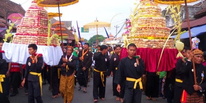 Tradisi Sebar Apem Aaqowiyu Jatinom Klaten