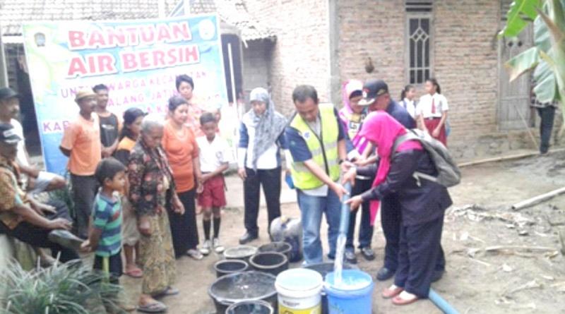 AQUA Klaten Dropping 100 Tangki Air Bersih di 4 Kecamatan