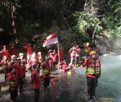 Begini Rasanya Upacara Bendera di Sungai Pusur Klaten