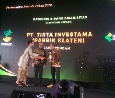 Pabrik AQUA Klaten Terima Padmamitra Award 2018 Kategori Bidang Disabilitas