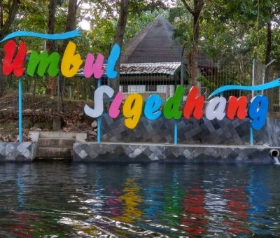 Nadine Chandrawinata Berwisata ke Umbul Sigedang dekat Pabrik Aqua Klaten