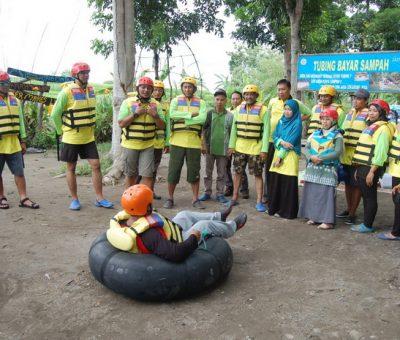Wisata Tubing Kali Pusur Bayar dengan Sampah