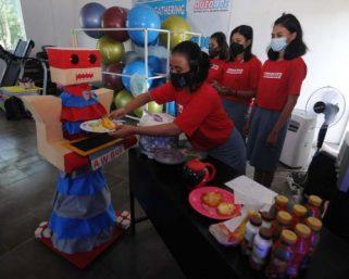 Pelajar Klaten Berhasil Bikin Robot Pelayan