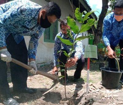 SMP Negeri 1 Polanharjo Menuju Sekolah yang Peduli Lingkungan